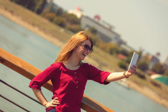 Selfie-Wahn: Wirtschaft profitiert